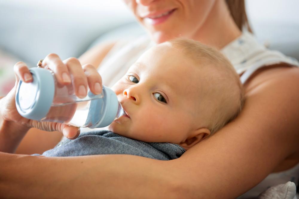 Bolehkah Bayi Minum Air Putih?