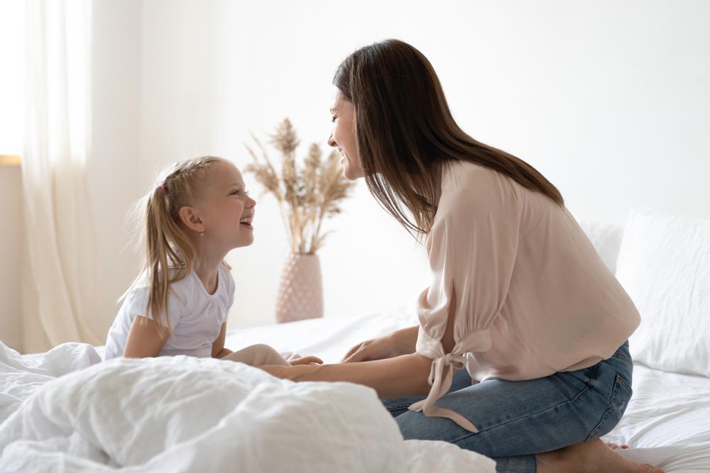 Manfaat Mengajarkan Dua Bahasa pada Anak