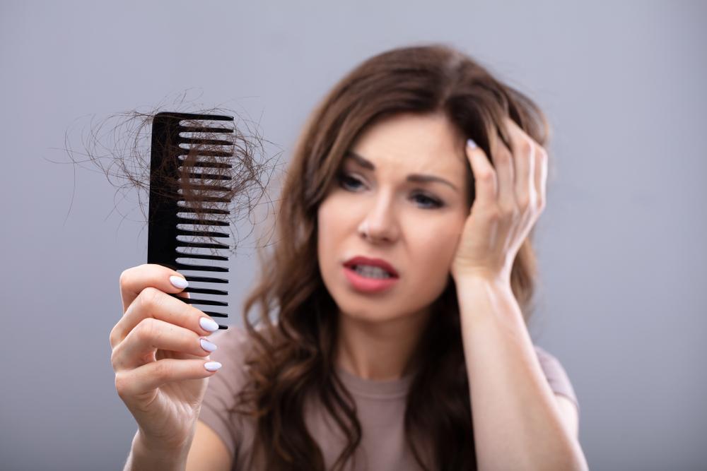 Menyikapi Rambut Rontok Setelah Melahirkan