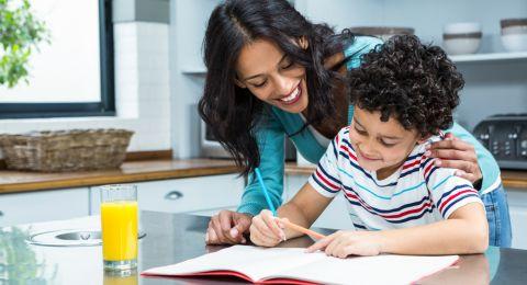 Cerdas Atur Jadwal Belajar Si Kecil Selama di Rumah