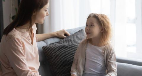 Orangtua Sebagai Pelindung atau Fasilitas Belajar Anak, Mana yang Lebih Baik?