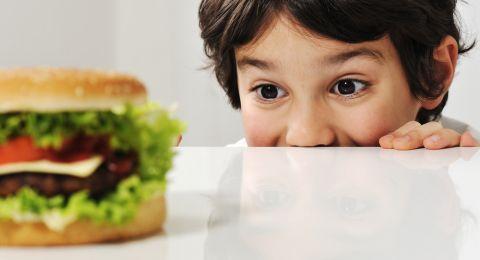 Batasi Anak Makan Junkfood