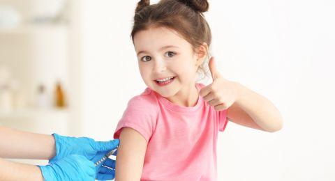 Trik Efektif Agar Anak Senang Imunisasi
